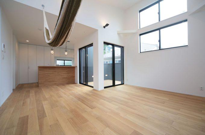無垢と勾配天井の家