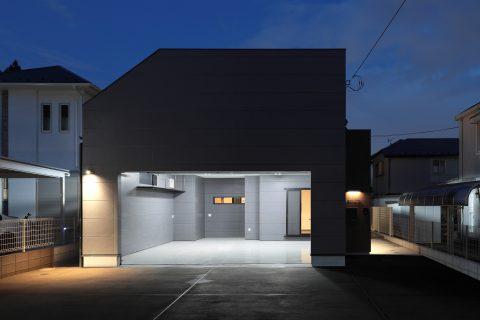 2台並列のガレージハウス